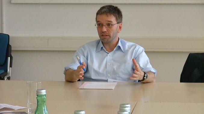 Titelbild: Innenminister Herbert Kickl (Archivbild 2010; flickr.com; Lizenz: CC BY-SA 2.0)