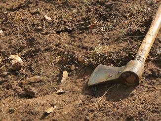 ausgetrockneter Ackerboden