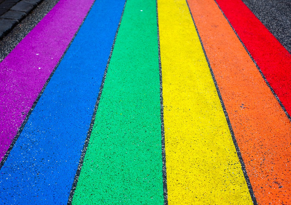 Regenbogen auf der Straße