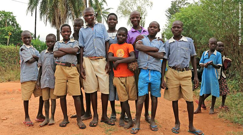 Schulkinder in Afrika Foto © R. Manoutschehri