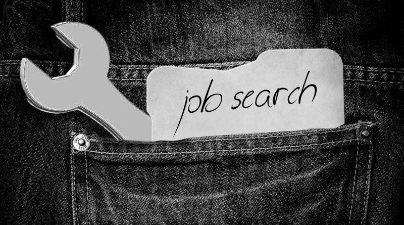 """Hosentasche mit Zettel: """"Job Search"""""""