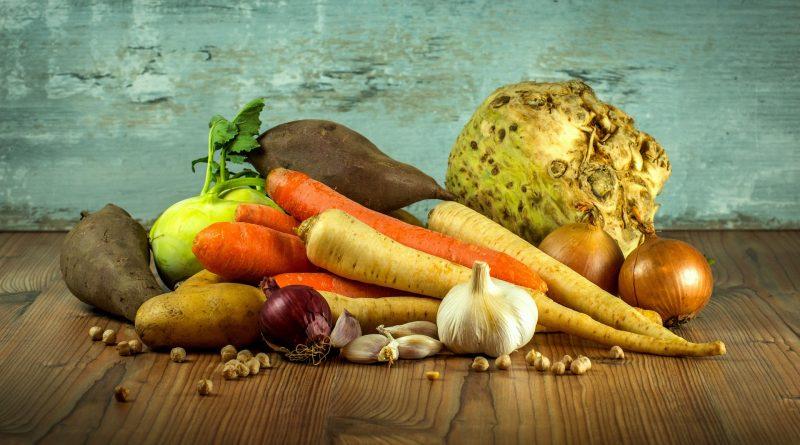 Diverses Gemüse auf einem Tisch