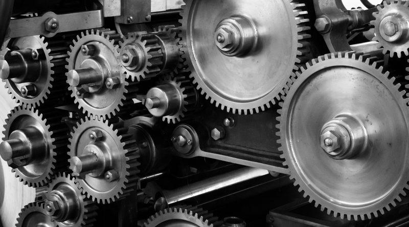 Zahnräder einer Maschine in Schwarz-Weiß