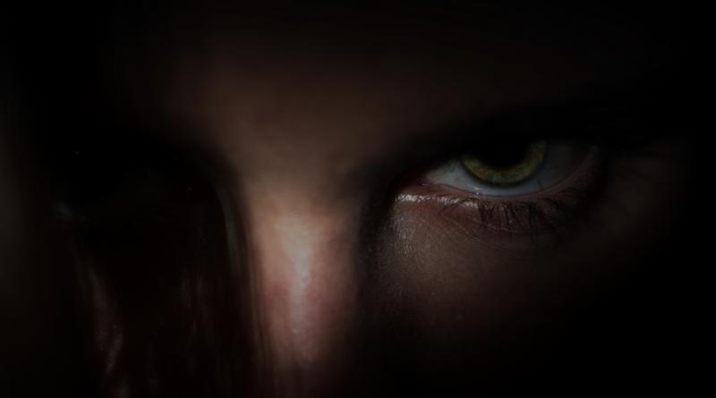 Ein Auge im Licht, restlicher Kopf im Schatten