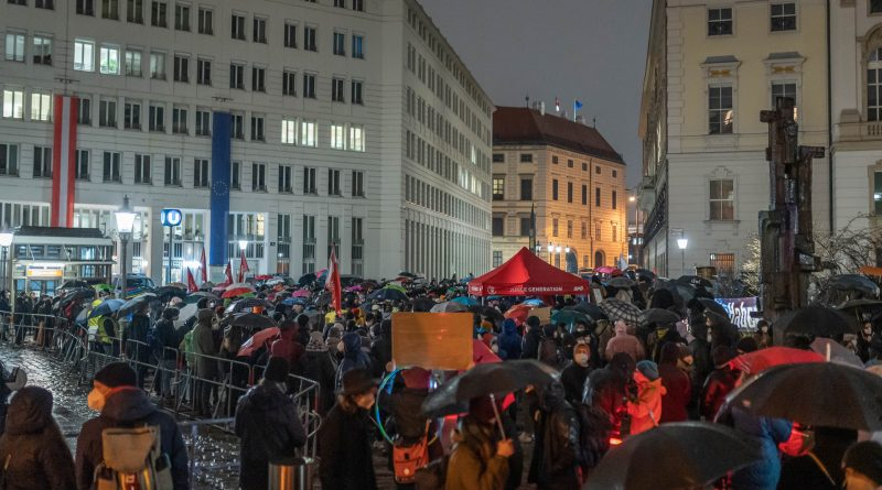 Demonstration am Minoritenplatz in Wien