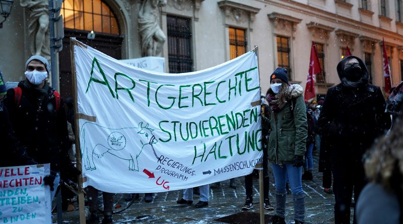"Demo-Plakat: ""Artgerechte Studierenden-Haltung"""