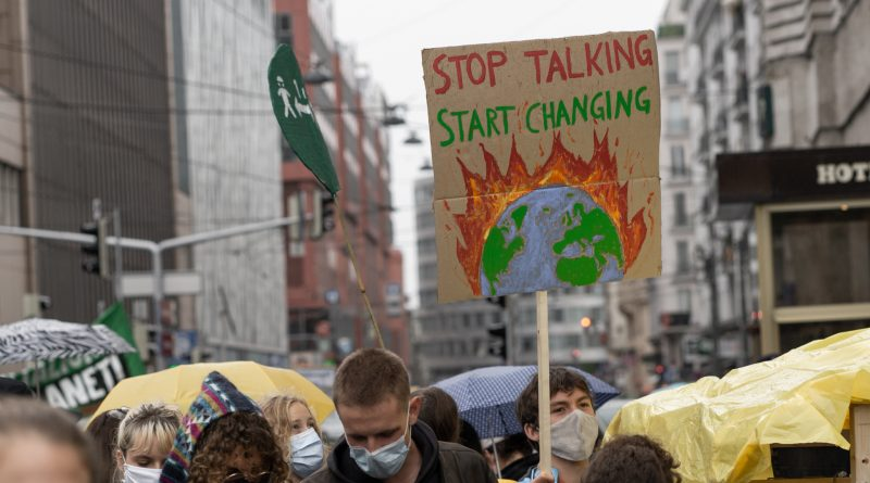 Demoschild: Stop talking, start changing