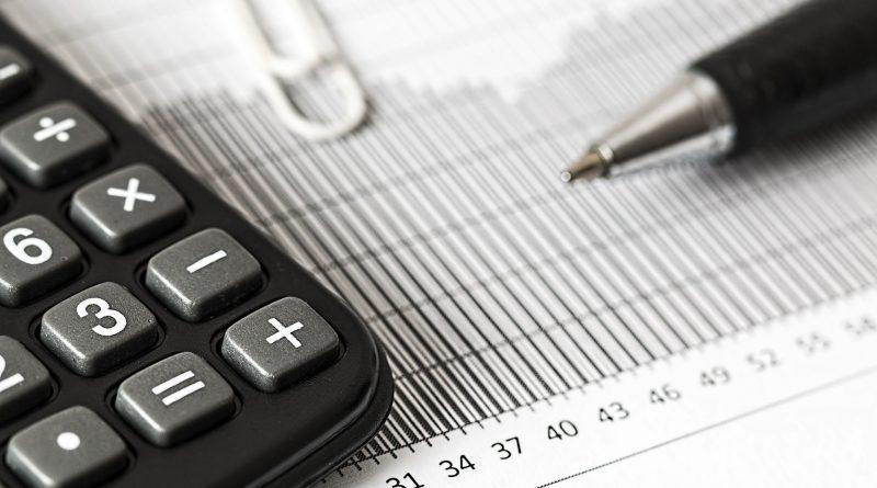 Taschenrechner, Stift, Papier