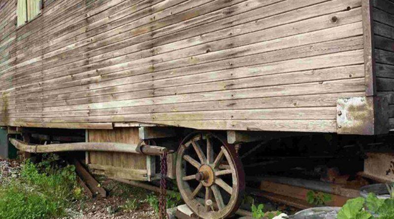 Ein alter Holzwagen