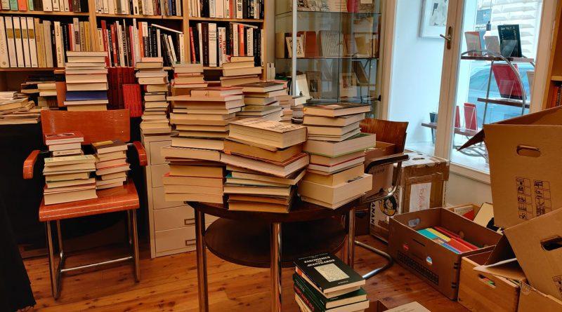 Ein Raum voll mit Büchern