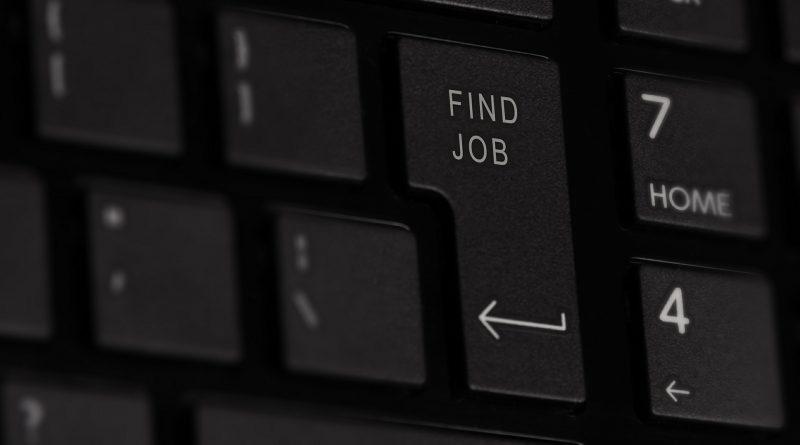 """""""Find Job"""" auf der Enter-Taste der Computer-Tastatur"""