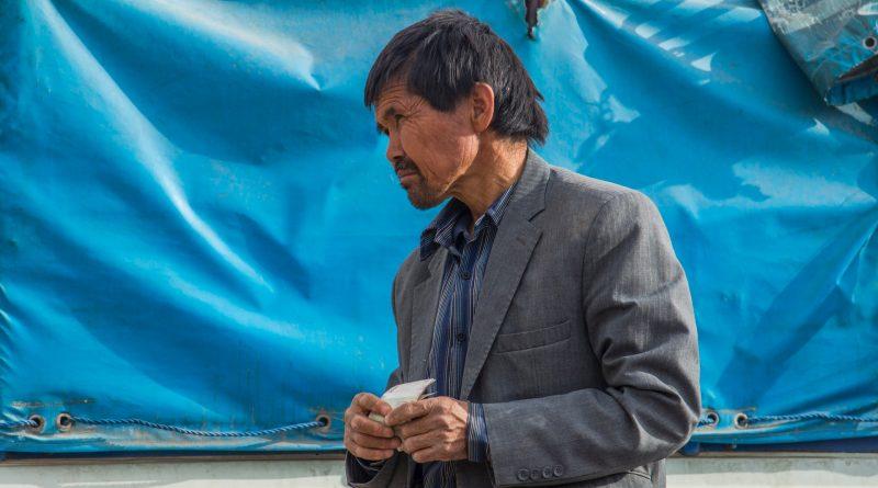 Mann in Flüchtlingslager