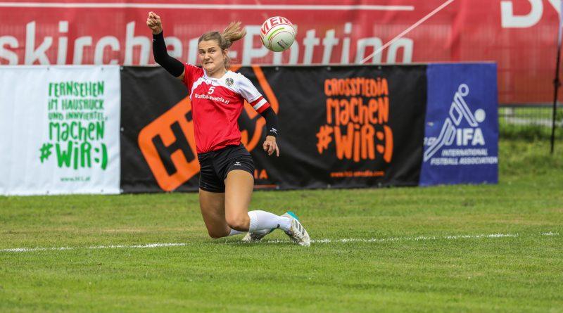 Karin Kempinger verteidigt den Ball